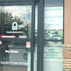 Photo taken at Fresh Cleaners by Yxes 💋🍂🍁 ☕. on 8/24/2013