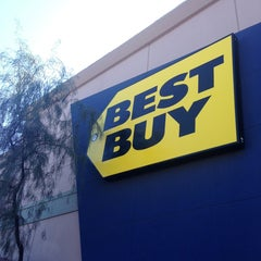 Photo taken at Best Buy by Yxes 💋🍂🍁 ☕. on 3/14/2013