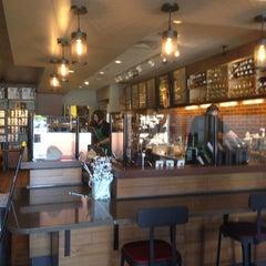 Photo taken at Starbucks by Yxes 💋🍂🍁 ☕. on 4/17/2013