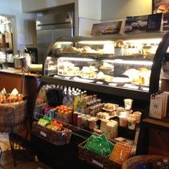 Photo taken at Starbucks by Yxes 💋🍂🍁 ☕. on 10/19/2012