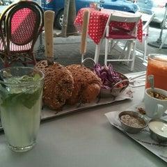 Photo taken at Montifiori Café (מונטיפיורי קפה) by mikshemesh on 6/29/2015
