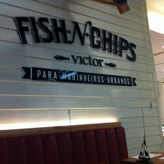 Photo taken at Victor Fish 'n' Chips by Fernanda L. on 9/21/2012