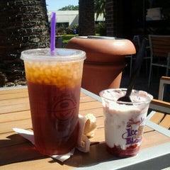 Photo taken at The Coffee Bean & Tea Leaf® by Qazal K. on 8/25/2015