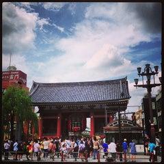 Photo taken at 浅草寺 雷門 (Kaminarimon Gate) by hidebooo on 7/28/2013