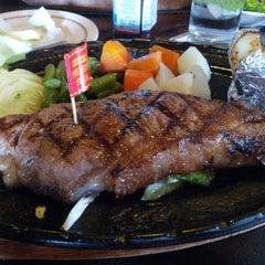 Photo taken at Chokchai Steak House (โชคชัยสเต็คเฮ้าส์) by Nicky N. on 2/24/2013