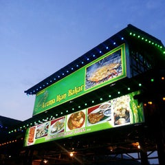 Photo taken at Aroma Ikan Bakar by CarRental 2. on 7/24/2013