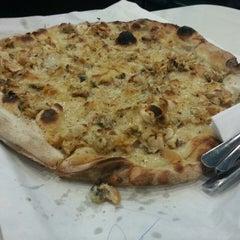 Photo taken at Frank Pepe Pizzeria Napoletana by Rita W. on 5/27/2013