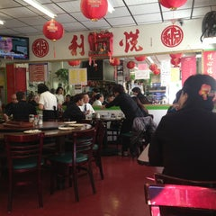 Photo taken at Yuet Lee by Mary R. on 11/22/2013