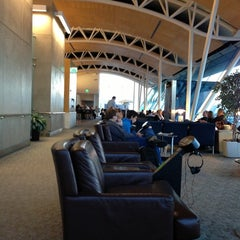 Photo taken at American Airlines Admirals Club by Drew C. on 10/13/2012