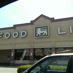 Photo taken at Food Lion Grocery Store by Michelle S. on 5/26/2014