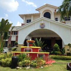 Photo taken at Sekolah Sultan Alam Shah (SAS) by Syakira R. on 2/26/2015