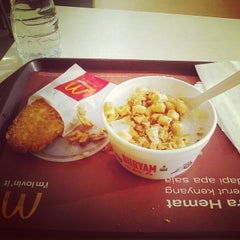Photo taken at McDonald's by Renzina R. on 6/2/2014