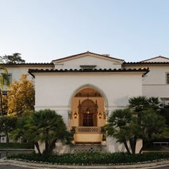 Photo taken at Athenaeum - Caltech by Traveltimes.com.mx ✈ S. on 11/1/2012