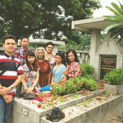 Photo taken at Makam Kembang Kuning by Alvin Pratama W. on 12/25/2013
