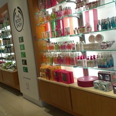 Photo taken at The Body Shop by Iswarini P. on 3/29/2013