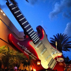 Photo taken at Rock 'N' Roller Coaster Starring Aerosmith by Alberto 4. on 9/26/2012