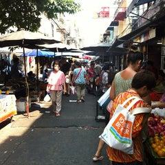 Photo taken at ตลาดตรอกหม้อ (Trok Mo Market) by Laphasawat U. on 2/7/2013
