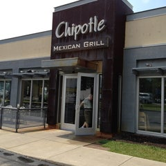 Photo taken at Chipotle Mexican Grill by Shayne C. on 7/27/2013