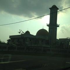 Photo taken at Masjid Sepang by ArNiEdAz on 3/9/2013