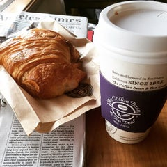 Photo taken at The Coffee Bean & Tea Leaf® by James L. on 6/15/2015