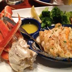 Photo taken at Red Lobster by Bridgett ™ 🍓 on 11/11/2012