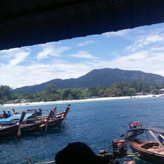 Photo taken at ท่าเทียบเรือหน้าเกาะหลีเป๊ะ by Louise A. on 4/15/2015