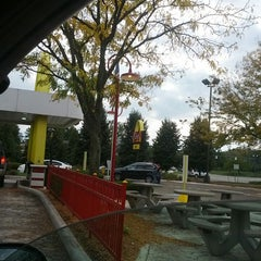 Photo taken at McDonald's Classic by Gary T. on 9/30/2013