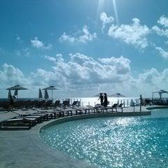 Foto tomada en Sunset Royal Beach Resort por Trilly C. el 1/4/2013