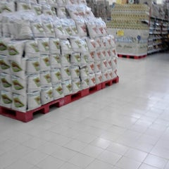 Photo taken at Carrefour by Haswo P. on 1/10/2013