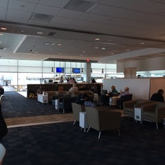 Photo taken at American Airlines Admirals Club by Leif E. P. on 1/29/2015
