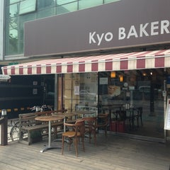 Photo taken at 쿄베이커리 (Kyo BAKERY) by HyeJoon K. on 5/26/2013