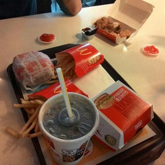 Photo taken at McDonald's by Wan Noor A. on 7/18/2015