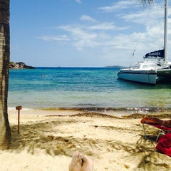 Photo taken at Bolongo Bay Beach Resort by Carl M. on 5/6/2014