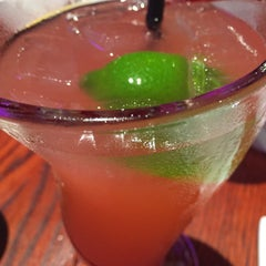Photo taken at Red Robin Gourmet Burgers by Alex A. on 8/17/2015
