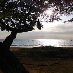 Photo taken at Kamaole Beach Park I by Will I. on 4/17/2013