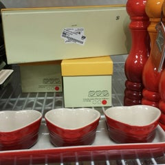 Photo taken at Le Creuset Factory Outlet by N L. on 7/4/2014