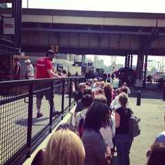 Photo taken at TKTS South Street Seaport by Егор Г. on 8/20/2013