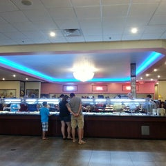 Photo taken at NJ Buffet: Hibachi Grill And Sushi by Jay L. on 8/11/2013