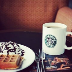 Photo taken at Starbucks Coffee by Felipe C. on 4/9/2013