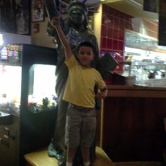 Photo taken at Red Robin Gourmet Burgers by Melanie S. on 1/24/2013