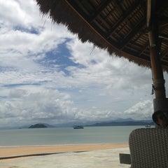 Photo taken at The Blue Sky Resort Koh Payam (เดอะบลูสกายรีสอร์ท เกาะพยาม) by MON.chayanatt on 5/22/2013