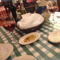 Photo taken at Italianni's Pasta, Pizza & Vino by Blanca G. on 5/5/2013