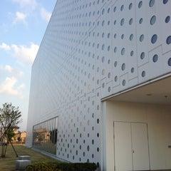 Photo taken at 金沢海みらい図書館 by Yoshinori H. on 10/21/2012