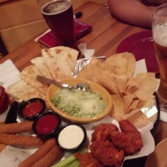 Photo taken at Applebee's by Luis Z. on 12/16/2012
