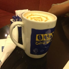 Photo taken at Coffee World by Ifunk S. on 12/26/2012