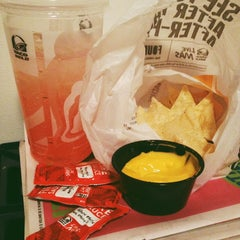 Photo taken at Taco Bell by Shannon E. on 12/29/2013