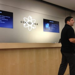 Photo taken at Apple Store, Maine Mall by Simon L. on 6/27/2013