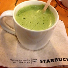 Photo taken at Starbucks (สตาร์บัคส์) by 🐝🌸Honey~ B. on 2/6/2013