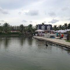 Photo taken at บ้านน้ำเคียงดิน (Ban Nam Kieng Din) by Waranya C. on 4/15/2013