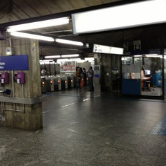 Foto tirada no(a) Estação Santa Cruz (Metrô) por Ese A. em 12/30/2012